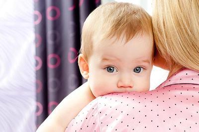 Bayi Sering Cegukan? Ini Lho yang Perlu Moms Lakukan