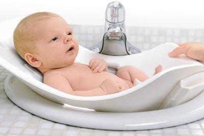 4. Cara Memandikan Bayi 2 Bulan