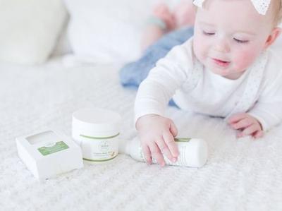 Perlengkapan Bayi Baru Lahir Seperti Baby Oil, Juga Bermanfaat untuk Perawatan Tubuh Orang Dewasa