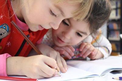Tanda Anak Cerdas di Usia 3 Tahun