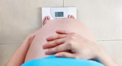 Ketahui Berat Badan Ideal Sesuai Usia Kehamilan: Normalkah Kenaikan Berat Badan Moms?