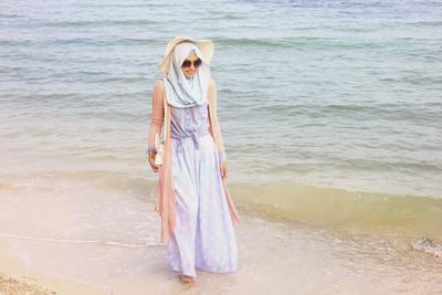 1. Outfit Hijab ke Pantai