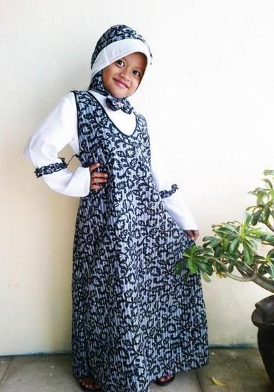 5. Baju Batik Anak Muslimah