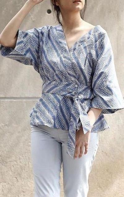 1. Model Baju Batik Atasan: Kimono