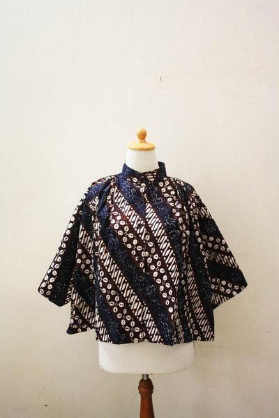 4. Model Baju Batik Cape