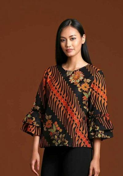 5. Model Baju Batik Blouse