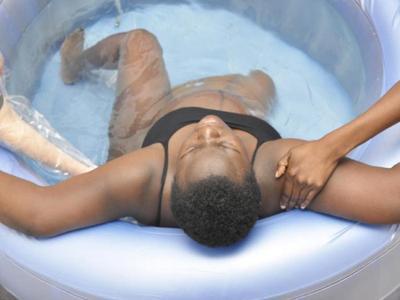 Penanganan Bayi dari Ibu Melahirkan di Air
