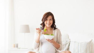 5 Pantangan Konsumsi untuk Ibu Hamil Ini Masih Bikin Bingung? Yuk, Simak Faktanya!