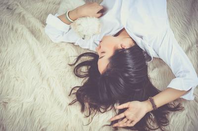 5 Alasan Kenapa Moms Harus Berhenti Terlalu Percaya Tafsir Mimpi