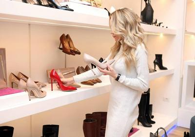 Beli Sepatu di Online Shop, Cara Mudah Belanja Masa Kini