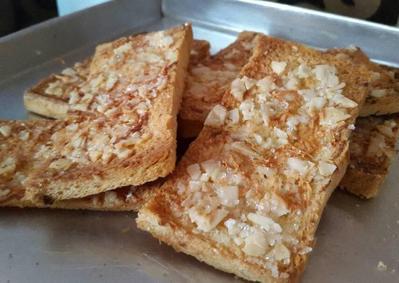 Roti Kering Kacang Kenari Khas Ambon
