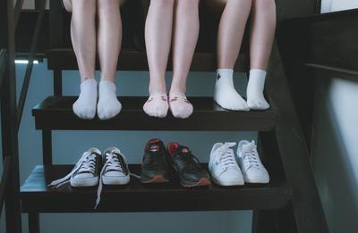 Memilih Sepatu Wanita, Mana yang Cocok untuk Olahraga dan Jalan-Jalan?