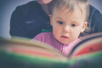 Tips Memilih Buku Cerita Anak, Sesuaikan Usia dan Perhatikan Detail Isinya