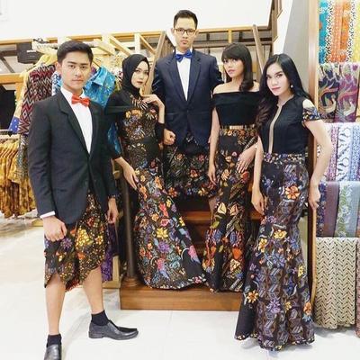 Model Terbaru Baju Batik, Mommy Sekeluarga Wajib Punya Nih!