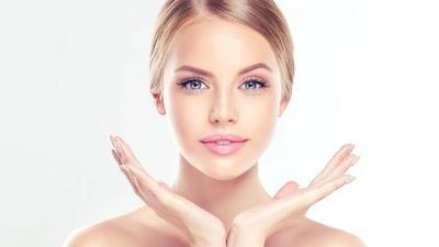 Ingin Coba Pakai Facial Cleanser, Pastikan Dulu Produknya Asli Moms!