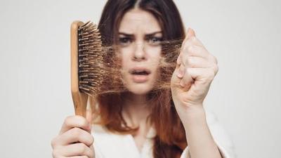 Rambut Rontok dan Botak, Coba Tips Ini untuk Menumbuhkannya Kembali Moms