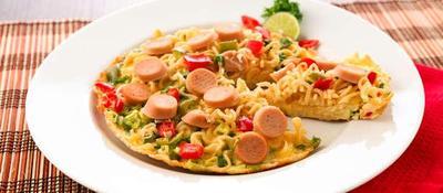 Bikin Sendiri Camilan Si Kecil, Coba Resep Pizza Mie yang Sehat Ini Moms