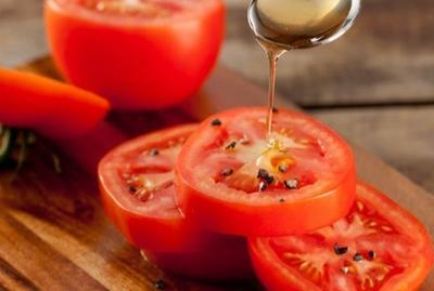 Masker Tomat dan Madu untuk Hasil Maksimal