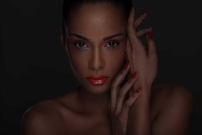 Tips dan Trik Warna Lipstick yang Cocok untuk Bibir Hitam