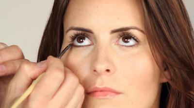 Cara Memakai Eyeliner Pensil di Bawah Mata