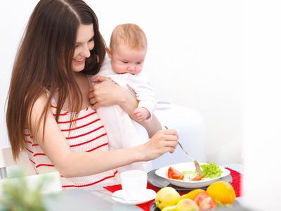 Moms Sedang Masa Menyusui? Yuk Cari Tahu Makanan Sehat Apa yang Direkomendasikan!