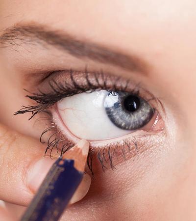 Cara memakai eyeliner putih untuk mata sipit