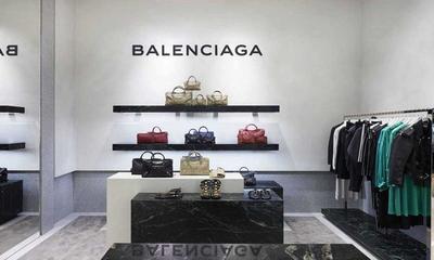 Ragam Pilihan Produk Fashion Balenciaga, Mana Pilihan Moms?