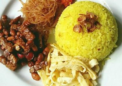 Bikin Nasi Kuning Ternyata Bisa Nggak Ribet, Moms! Yuk Coba Resep yang Ini