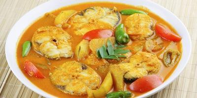 Lauk Makan Malam Keluarga, Yuk Coba Resep Ikan Mas Bumbu Kuning Moms