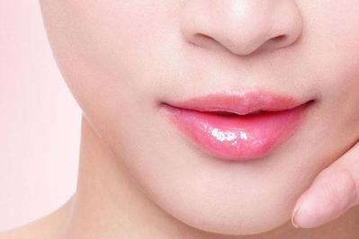 Rekomendasi Lipstik Glossy yang Kembali Jadi Tren Kecantikan 2019