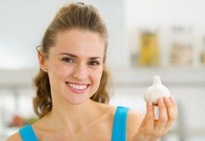 Moms Perlu Tahu, Ini Manfaat Bawang Putih untuk Wajah Berjerawat