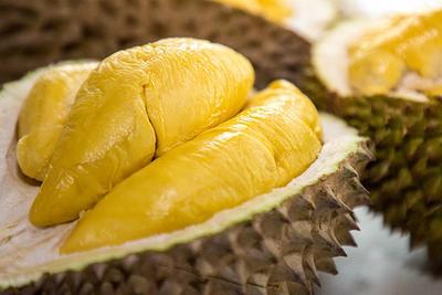 Bolehkan Ibu Menyusui Makan Durian? Yuk Cari Tahu Manfaatnya, Moms!