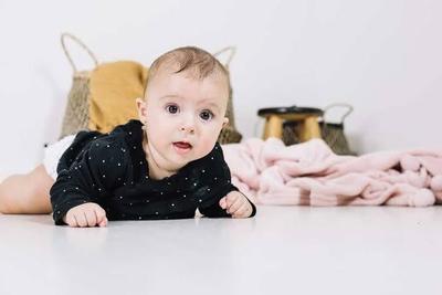 Bagaimana Perkembangan Bayi 8 Bulan?