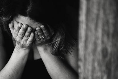 Moms, Waspada Depresi Pasca Persalinan! Kenali Gejala dan Cara Mengatasinya