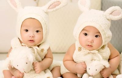 Kenali Tanda Hamil Anak Kembar yang Mungkin Akan Moms Rasakan