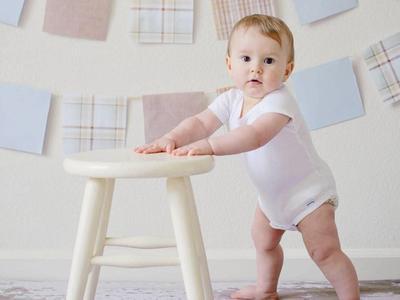 Moms, Cari Tahu Perkembangan, Stimulasi dan Mainan Edukatif untuk Bayi 8 Bulan ke Atas