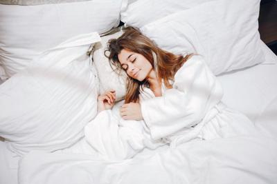 Manfaat Tidur Tanpa Bra yang Perlu Moms Ketahui, Apa Saja?
