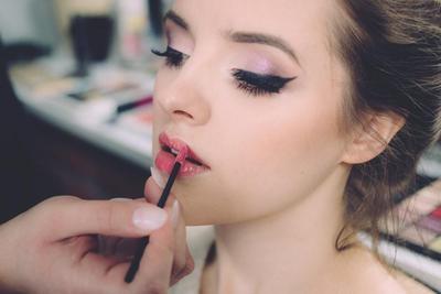 Moms, Cek Rekomendasi Lip Tint Lokal yang Bagus untuk Bibir Hitam