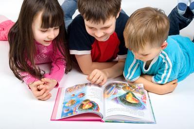 Tanamkan Nilai Moral Pada Anak Lewat Cerita Dongeng Pengantar Tidur