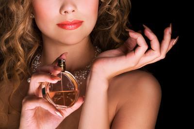 Hmm..Wangi Parfum Wanita Ini Bikin Pria Melirik!