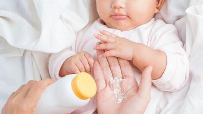 Hilangkan Biang Keringat Pada Bayi dengan Bedak Dingin Buatan Sendiri