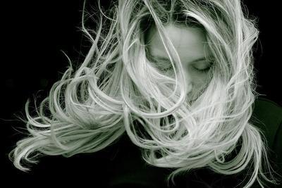 Rambut Rontok Parah Saat Menyusui? Intip Cara Mengatasinya, Moms