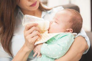 Mengatasi Bayi Baru Lahir Cegukan, Belajar Yuk, Moms!