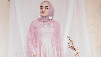 3. Baju Muslim Pesta Pernikahan