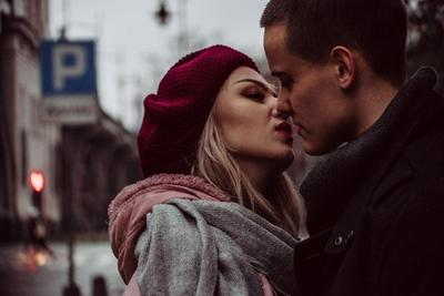 Manfaat Ciuman Bibir untuk Pasangan Suami Istri, Bisa Bikin Panjang Umur!