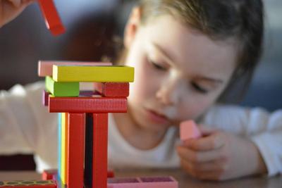 Asah Ketangkasan Si Kecil Lewat Beragam Permainan Anak yang Bisa Dilakukan di Dalam Kelas