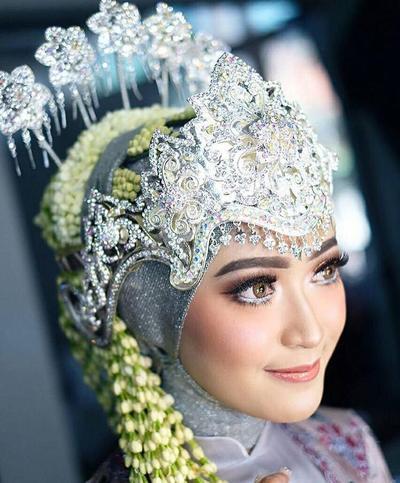 Pengantin Sunda Siger dengan Hijab
