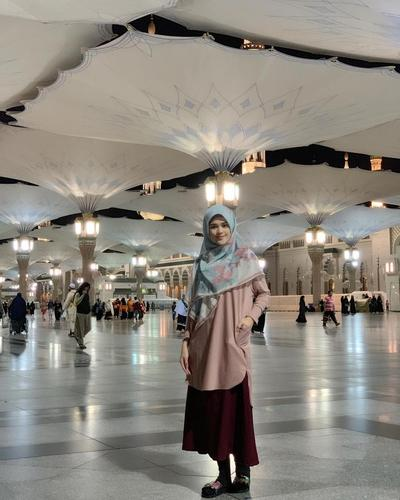 Gaya Busana Muslim Ala Cut Meyriska