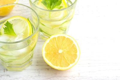 Cara Minum Air Jeruk Lemon untuk Atasi Maag
