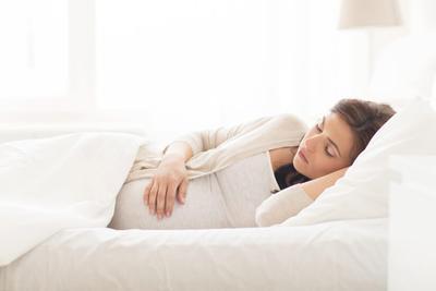Mudah Lelah Saat Hamil? Cek Penyebab dan Tips Mengatasinya, Moms!